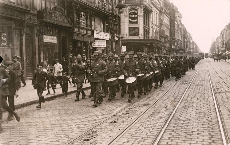 Parade de la garde, rue Nationale à Lille, 30 Fi guerre 14-18/278